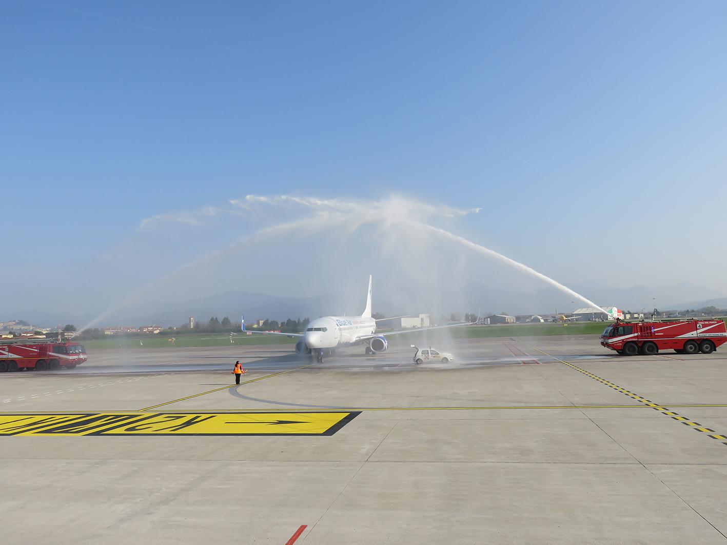 Aeroporto Orio : Aeroporto sant anna confermata la tratta crotone orio al serio