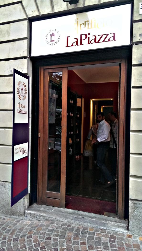 L'ingresso al birrificio La Piazza