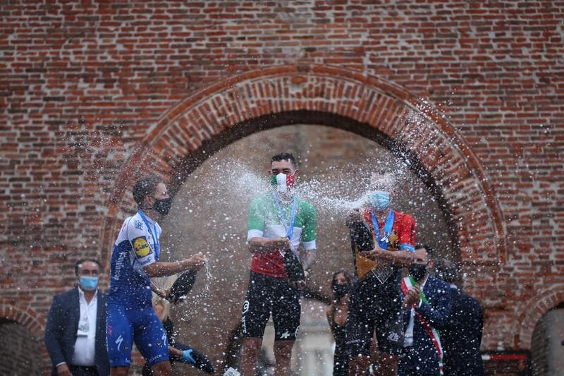 brindisi con prosecco con campione italiano di ciclismo