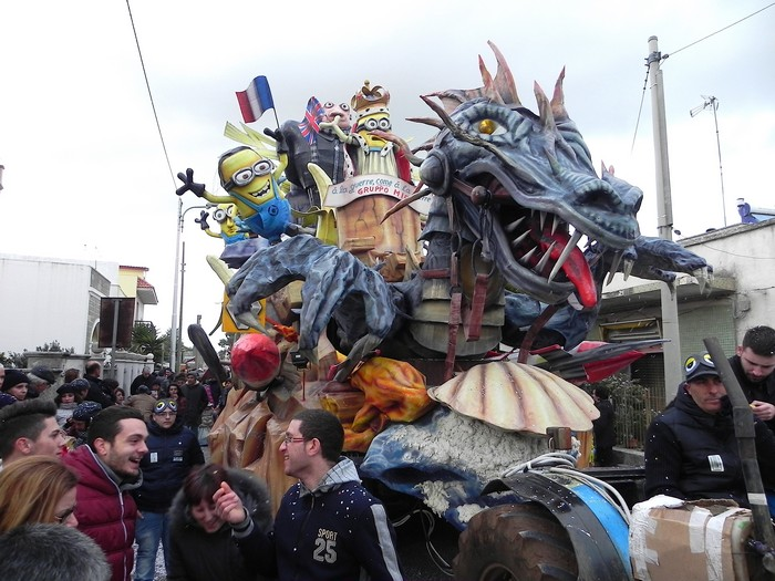 carri del carnevale di Superano nel Salento