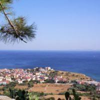 """Samos, la bella isola greca """"in riva al mare"""", tra mito, genio e vino Moschoudi"""