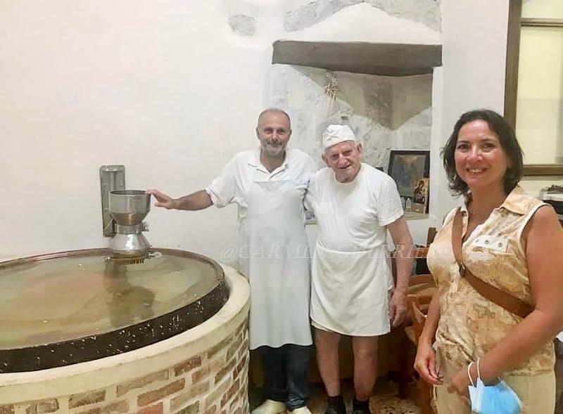 Paraskevas, Yiorgos Hatziparaskos e Carmen Guerriero