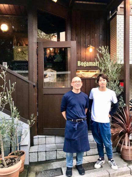 Tomonori Nunokami con un suo dipendente