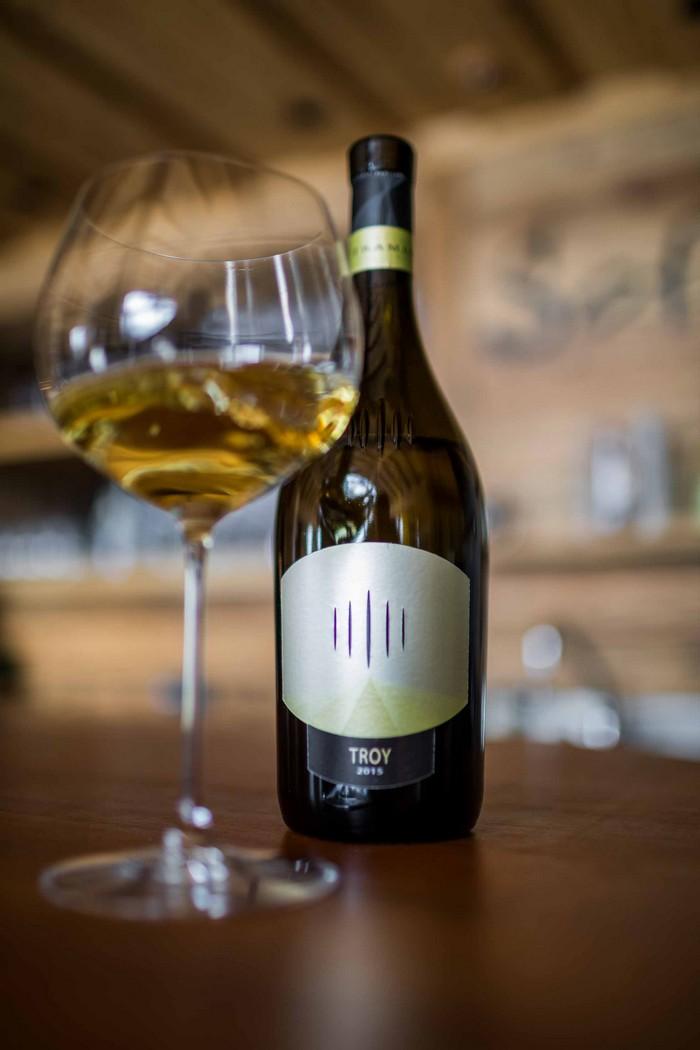 Troy vino bianco trentino con fermentazione in barrique