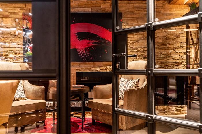 Lobby, Bar, cigar room