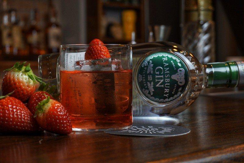 cocktail con Ramsbury Gin e Oscar 697