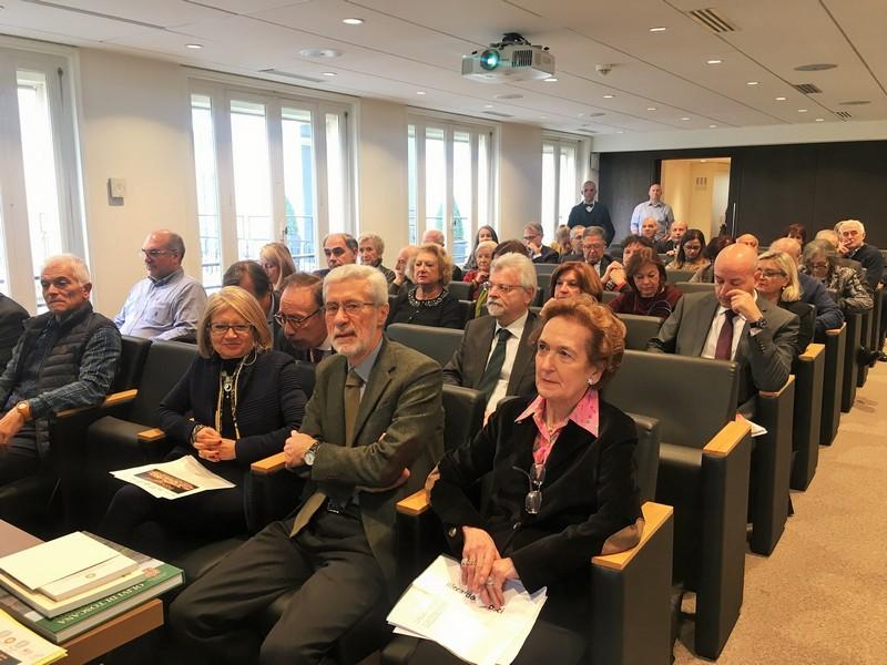 in prima fila, la Console d'Italia a Parigi Emilia Gatto e Luisa Polto Delegata Parigi AIC