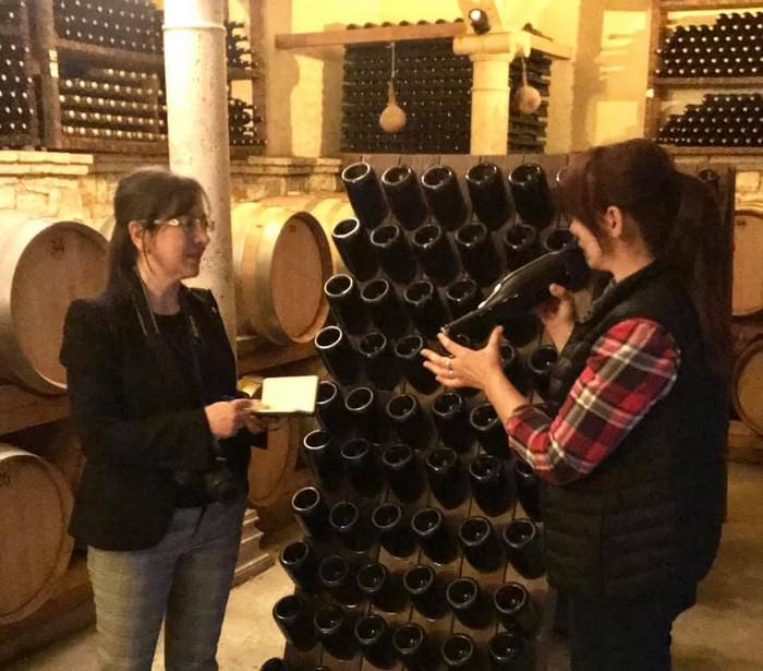 la giornalista Carmen Guerriero con la signora Cobo