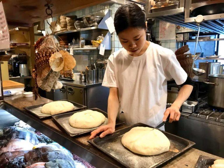 preparazione del pane prima del forno