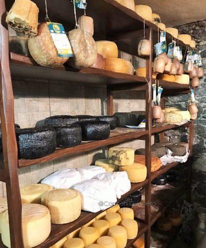 tradizionale produzione di formaggi a Naxos, Cicladi, Grecia